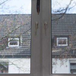 Selbstgebautes Fenstergitter in der Innenansicht