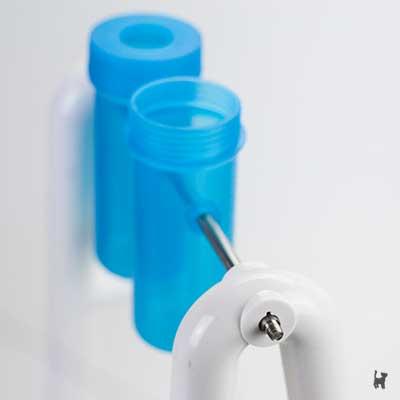 Plastikröhren auf Metallstange