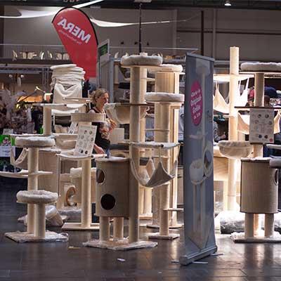 Industrieaussteller in der Katzenhalle: Kratzbäume