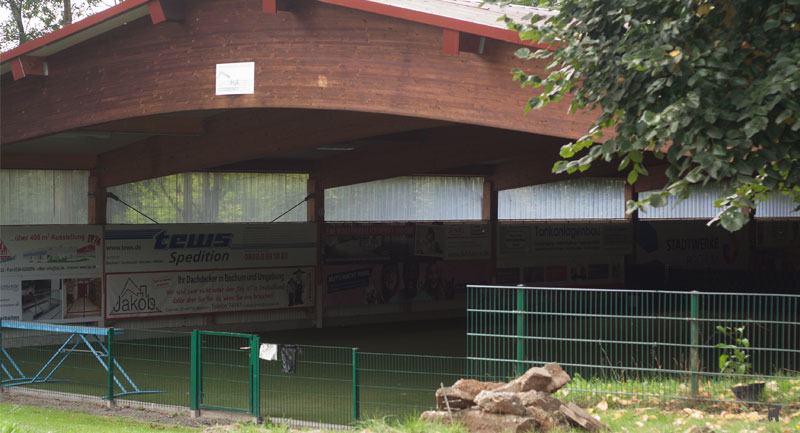 Überdachte Tierschutzhalle