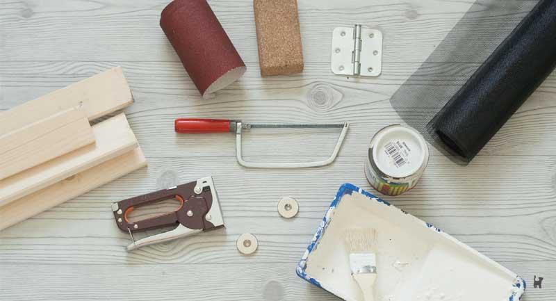 Holzleisten, Fliegengitter und Werkzeug