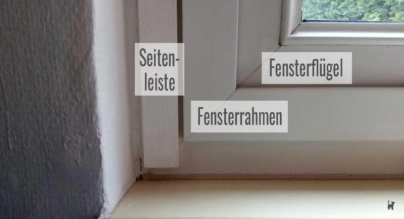 Am Fensterrahmen angeklebte Seitenleiste