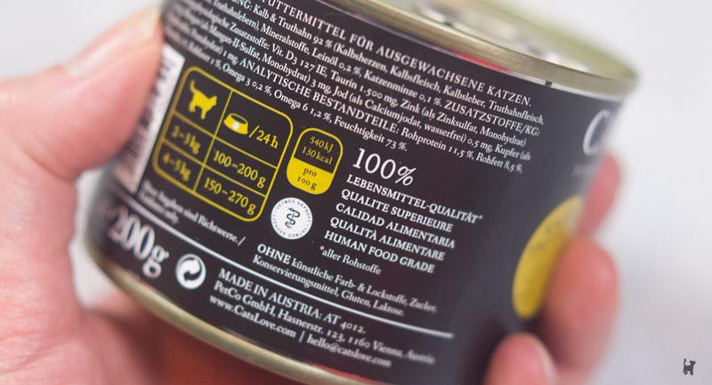 """Aufdruck """"100% Lebensmittel-Qualität"""" auf einer Katzenfutterdose"""
